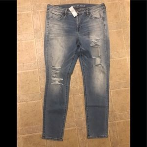 NWT American Eagle ripped jeans.